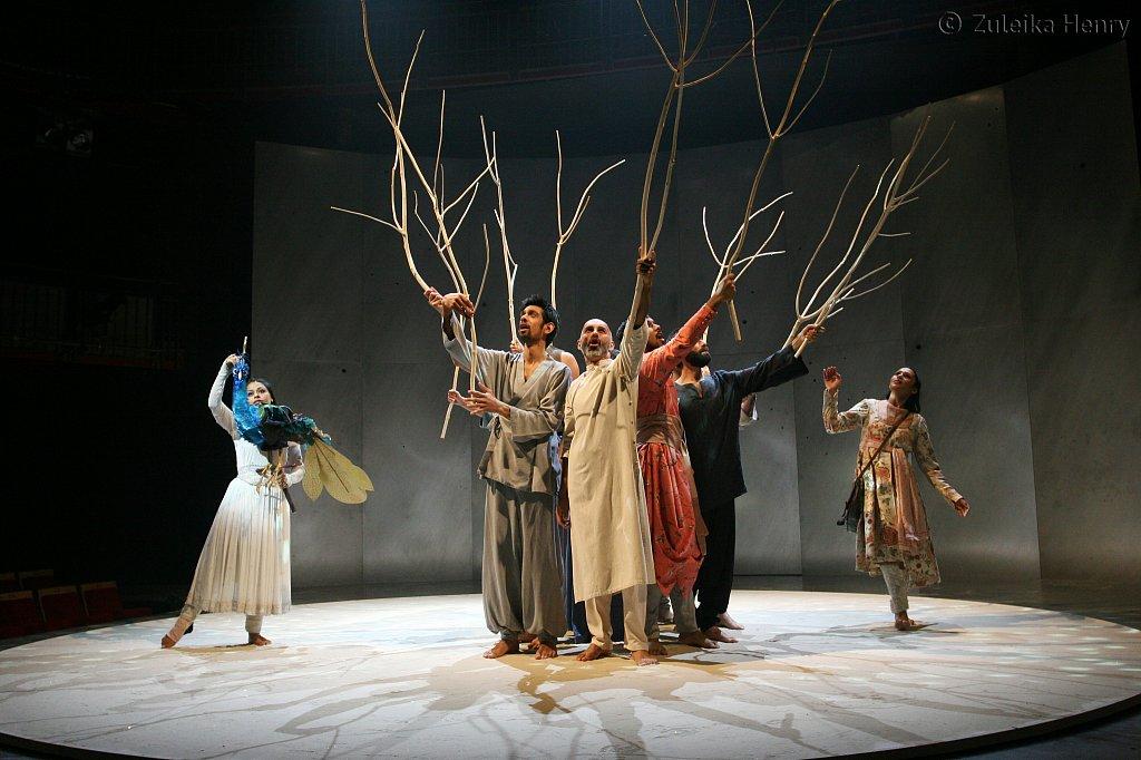 Ayesha Dharker as talking bird and Chetna Pandy as Princess Parizade