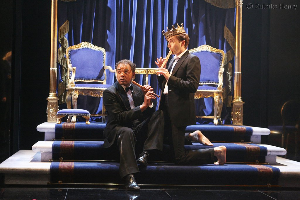 Peter de Jersey as Horatio and David Tennant as Hamlet