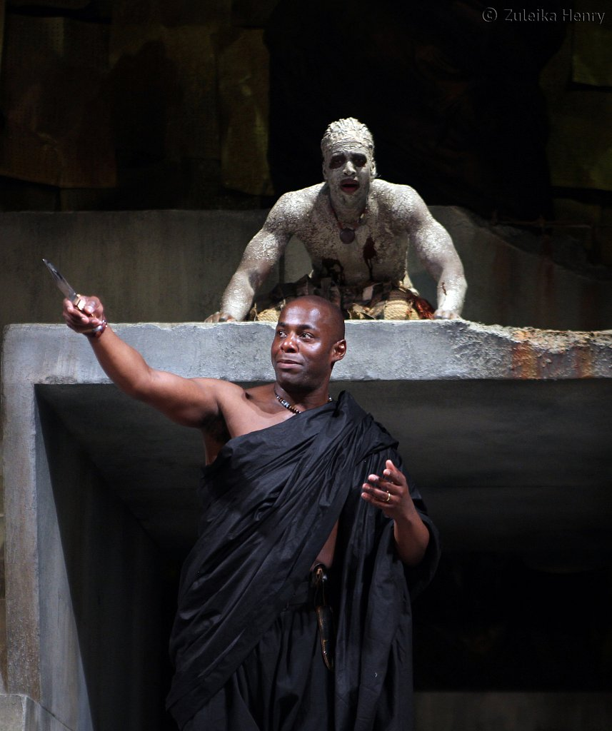 Paterson-Joseph-as-Marcus-Brutus-and-Theo-Ogundipe-as-soothsayer.jpg