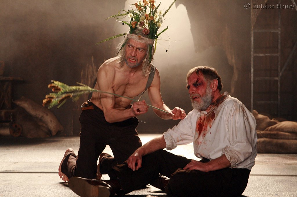 Greg Hicks as King Lear and Geoffrey Freshwater as Gloucester