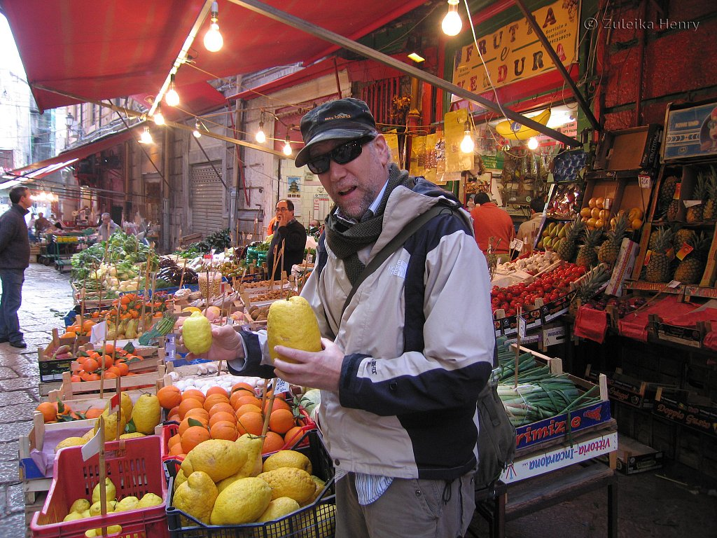 Lemons in the market