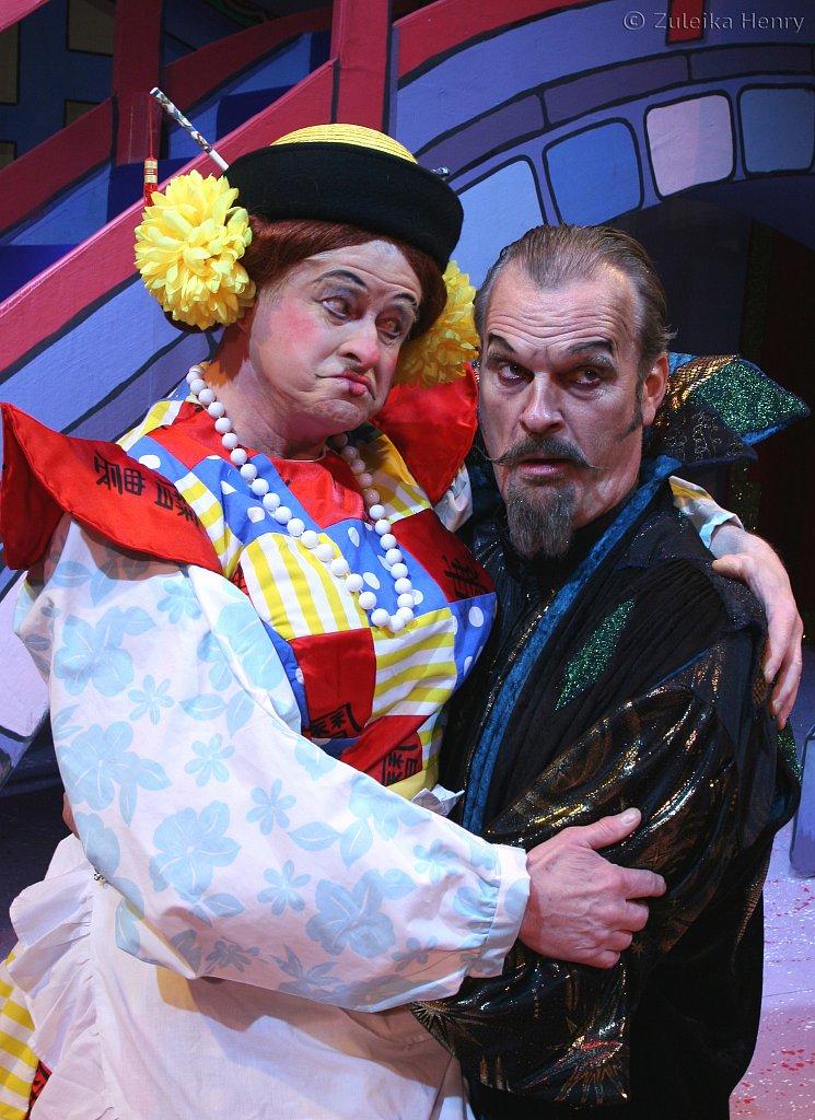 Chris Harris as Widow Twanky and Clive Mantle as Abanazar
