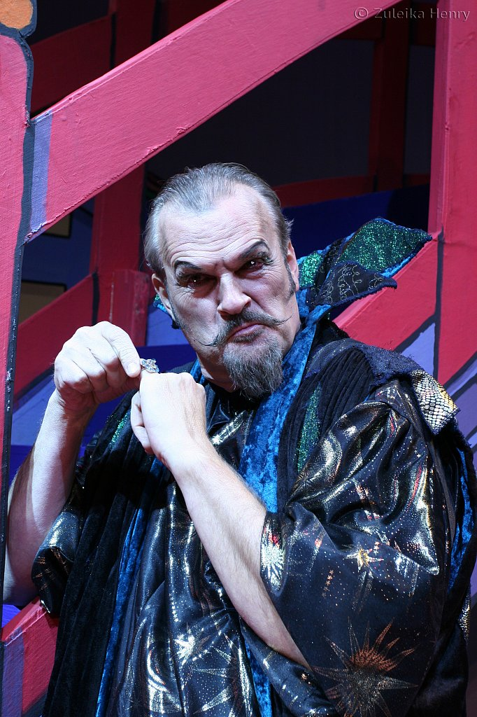Clive Mantle as Abanazar