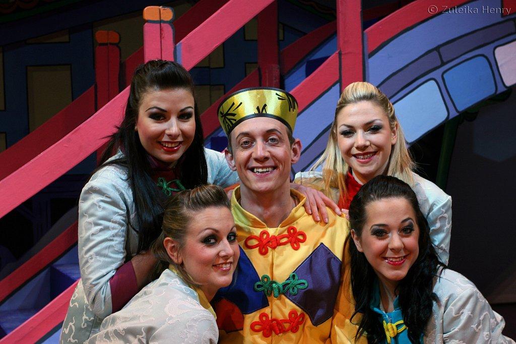 Jon Monie and the Dancers, Katherine Trick, Mia MacKennzie, Natasha Jones and Leanne Verey