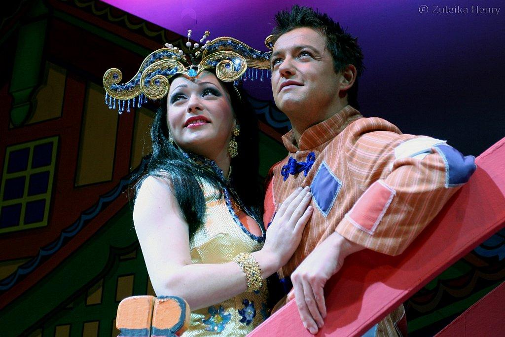 Lauren James as Princess and Chris Till as Aladdin