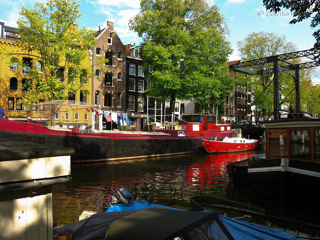 Boats moored on Prinsengracht