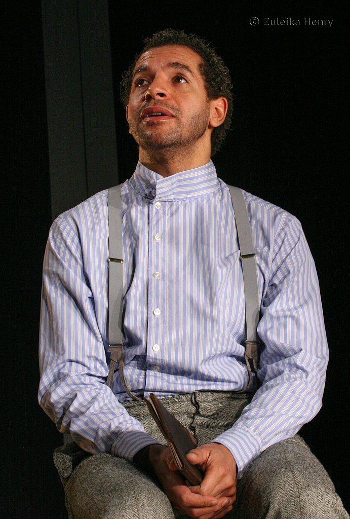 Joe Dixon as Antipholus of Syracuse