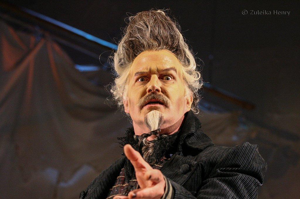 Tom Hodgkins as Dr. Pinch