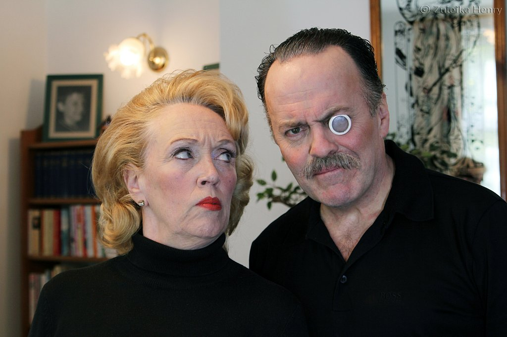 Kate McNab and John Telfer as Fanny and Johnne Cradock T