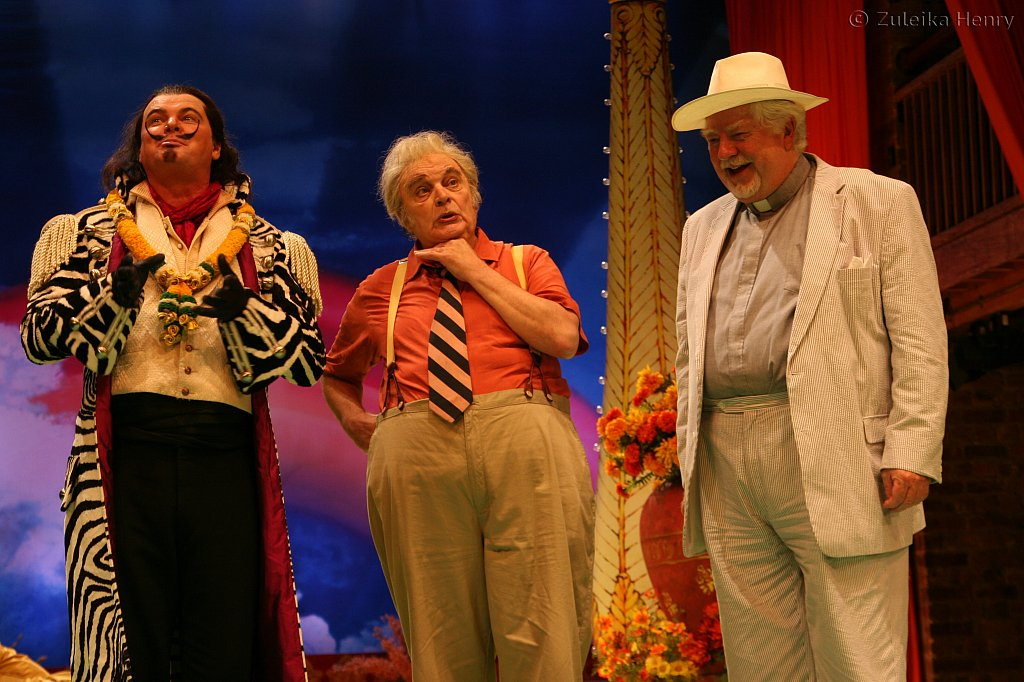 Geraint Wyn Davis as Don Adriano de Armada, Ted van Grieuthuysen as Holofemes a school master and David Sabin as Sir Nathaniel a curate