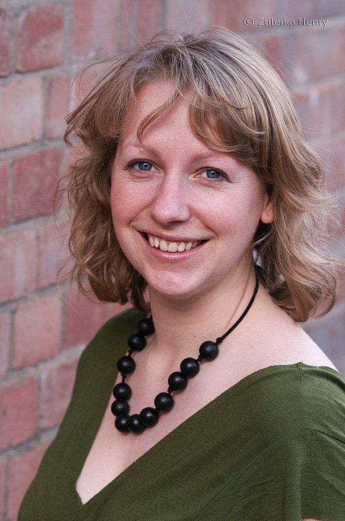 Laura Dixon writer