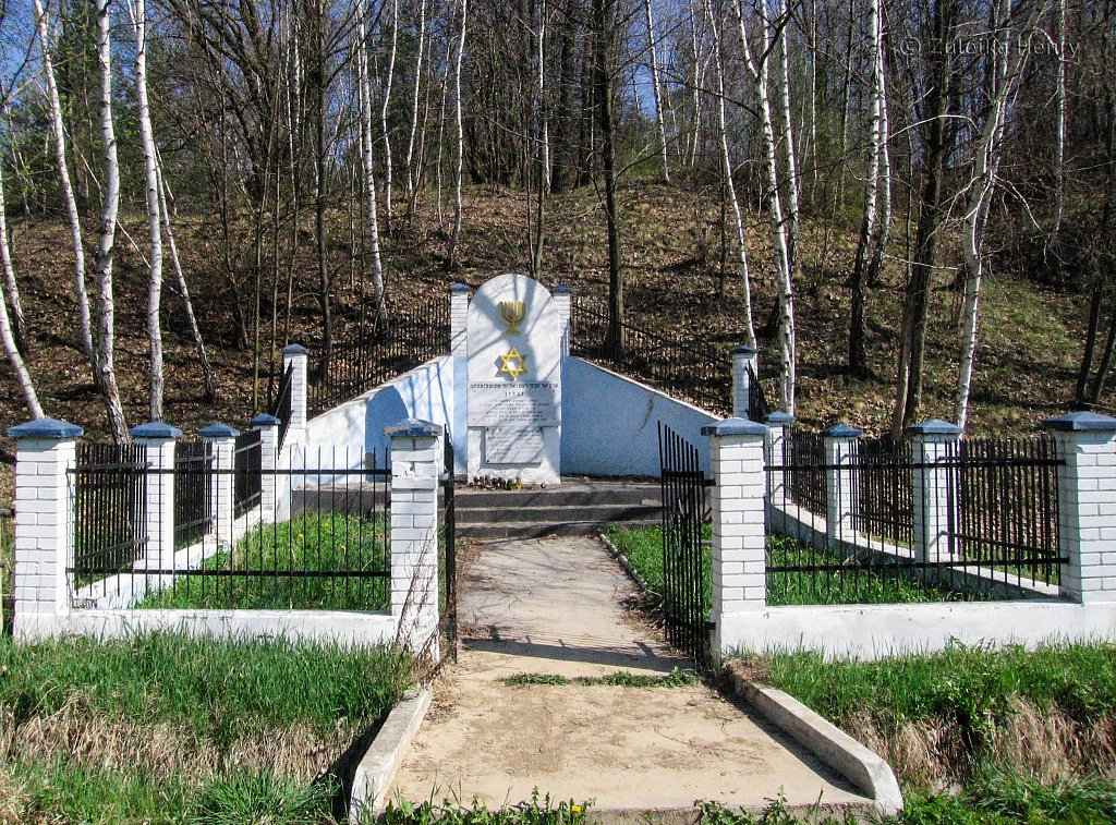 Dzialoszyce Synagogue and memorial