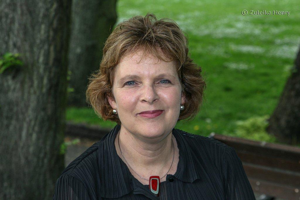 Madge Dresser writer