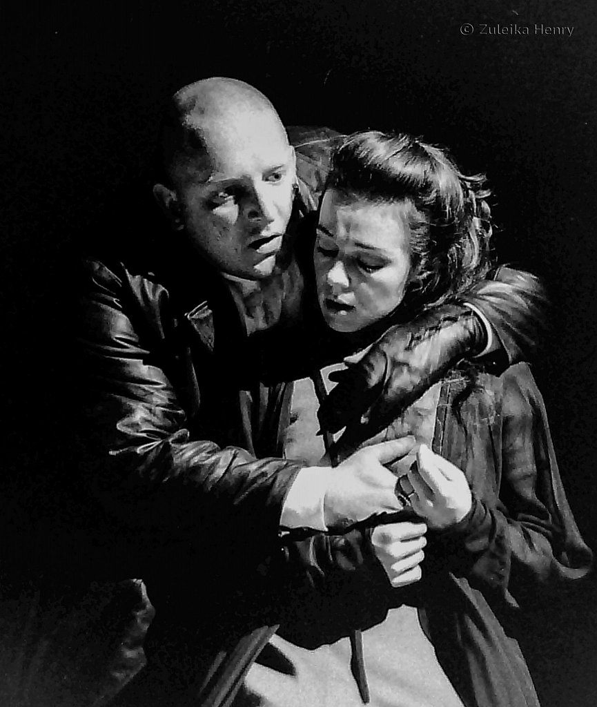 Simon Russell-Beale as Richard III and Annabell Apsion as Lady Anne