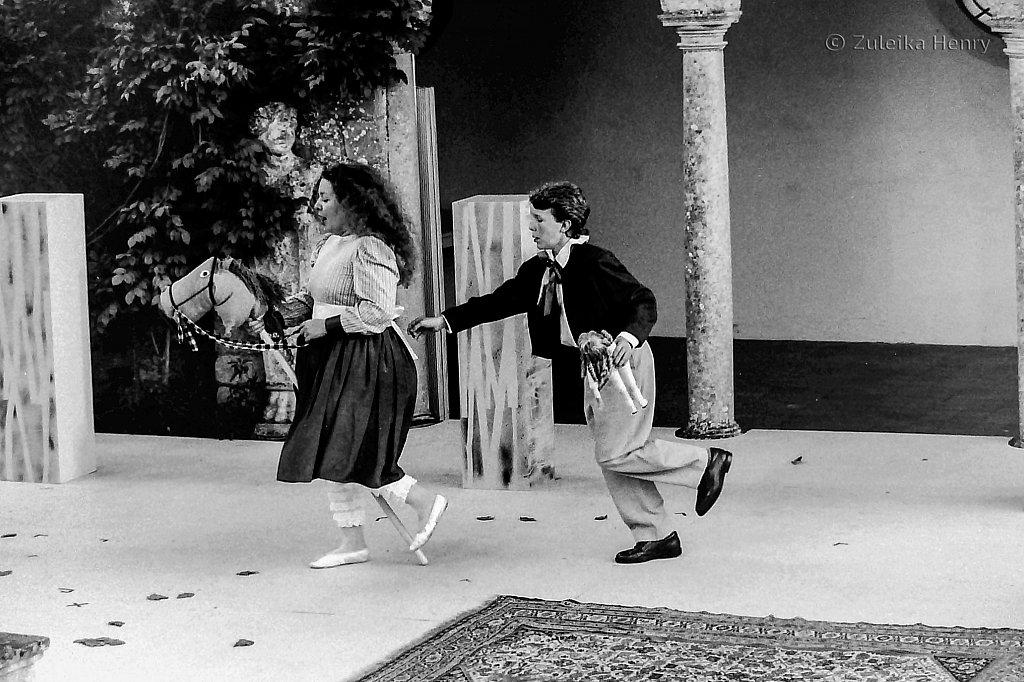 01-Zuleika-Henry-Pimlico-Opera-Turn-of-the-Screw-Garsington-Manor-1992-2.jpg