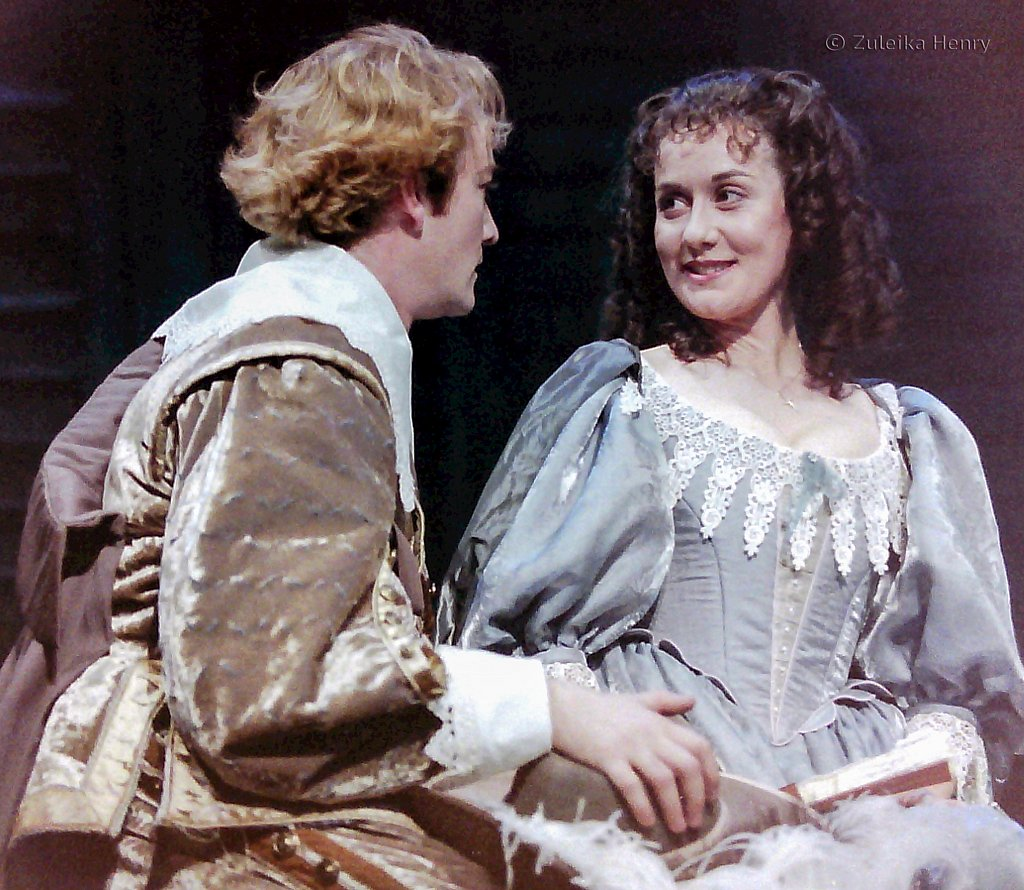 Raymond Coulthard and Alexandra Gilbreath as Christian de Neuvillte and Roxane