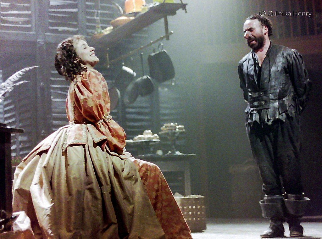 Alexandra Gilbreath as Roxanne and Antony Sher as Cyrano