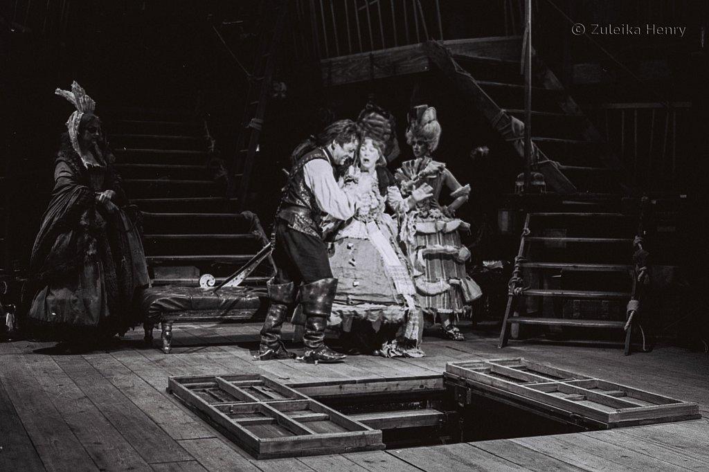 Zuleika-Henry-Beggars-Opera-RSC-1992-2.jpg