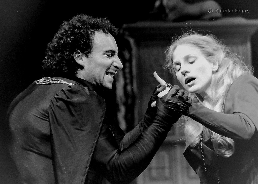 Antony Sher as Richard III and Penny Downie as Lady Anne