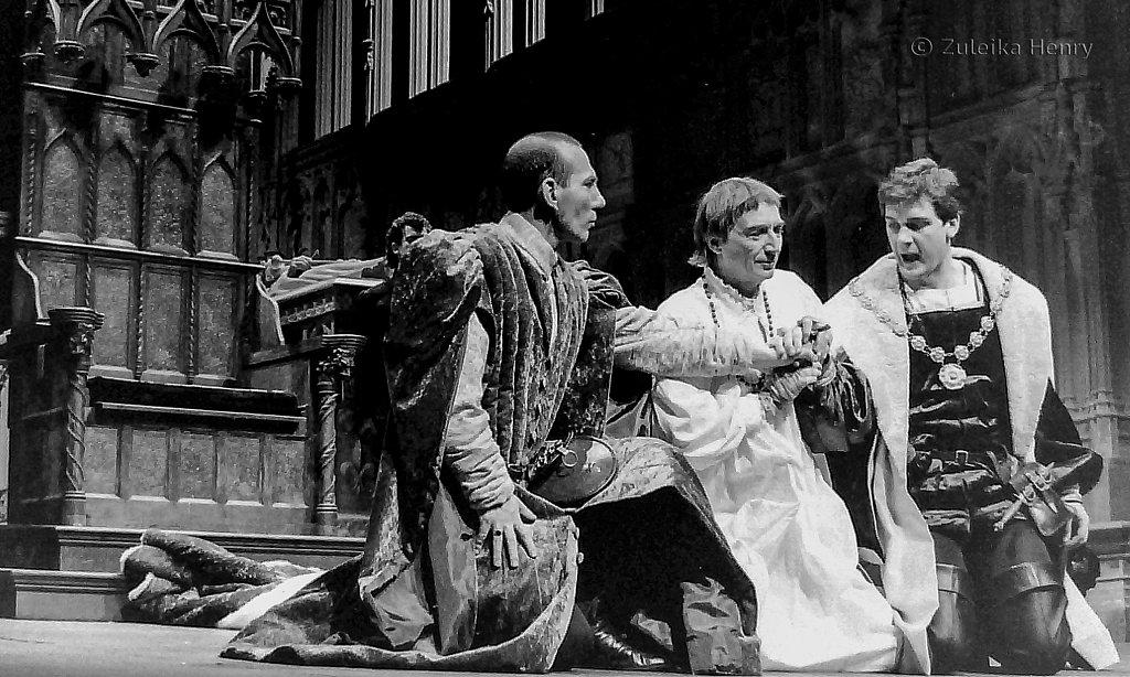 Pete Postlethwaites as Hastings, John Carlisle as Edward IV