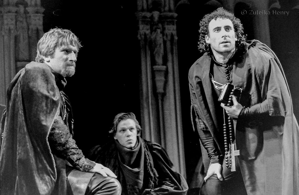 Malcolm Storry as Buckingham and Antony Sher as Richard III