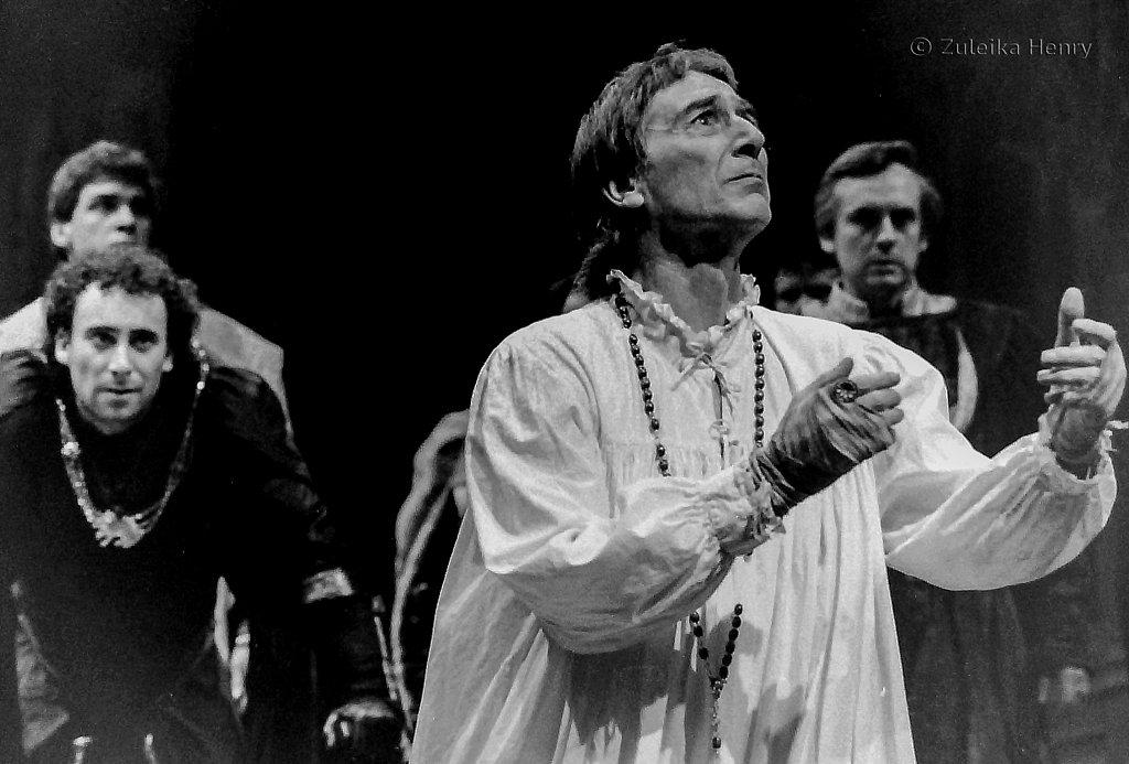 John Carlisle as Edward IV