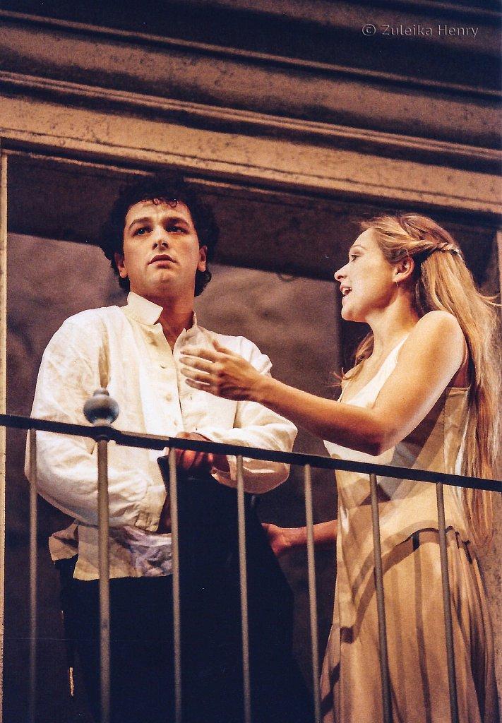 Sian Brooke as Juliet and Matthew Rhys as Romeo