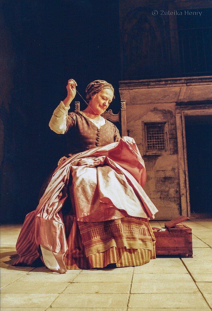 28-Zuleika-Henry-RSC-Romeo-and-Juliet-2004.jpg