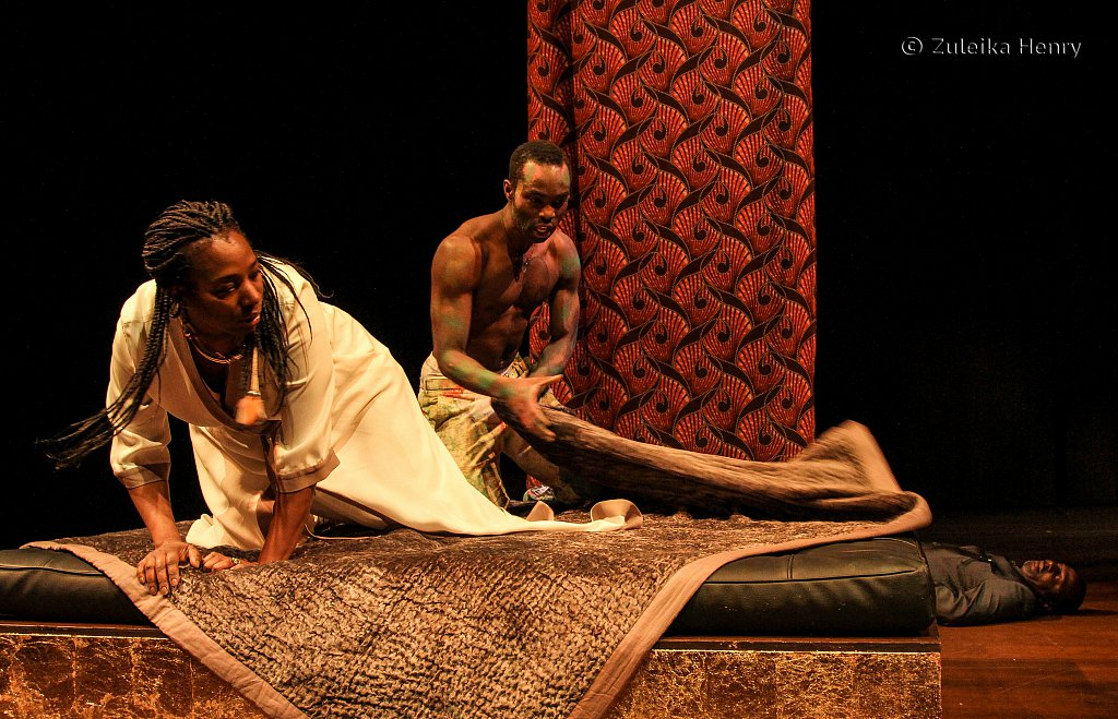 Tanya Moodie as Gertrude and Paapa Essiedu as Hamlet with Cyril Nri as Polonius