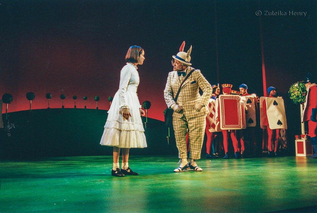 Katherine-Heath-as-Alice-and-Martyn-Ellis-as-Humpty-Dumpty