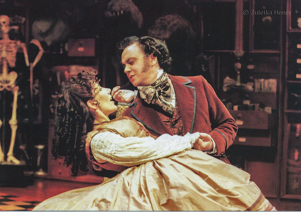 Jane Gurnette and Richard McCabe in 'Three Hours After Marriage' 1996