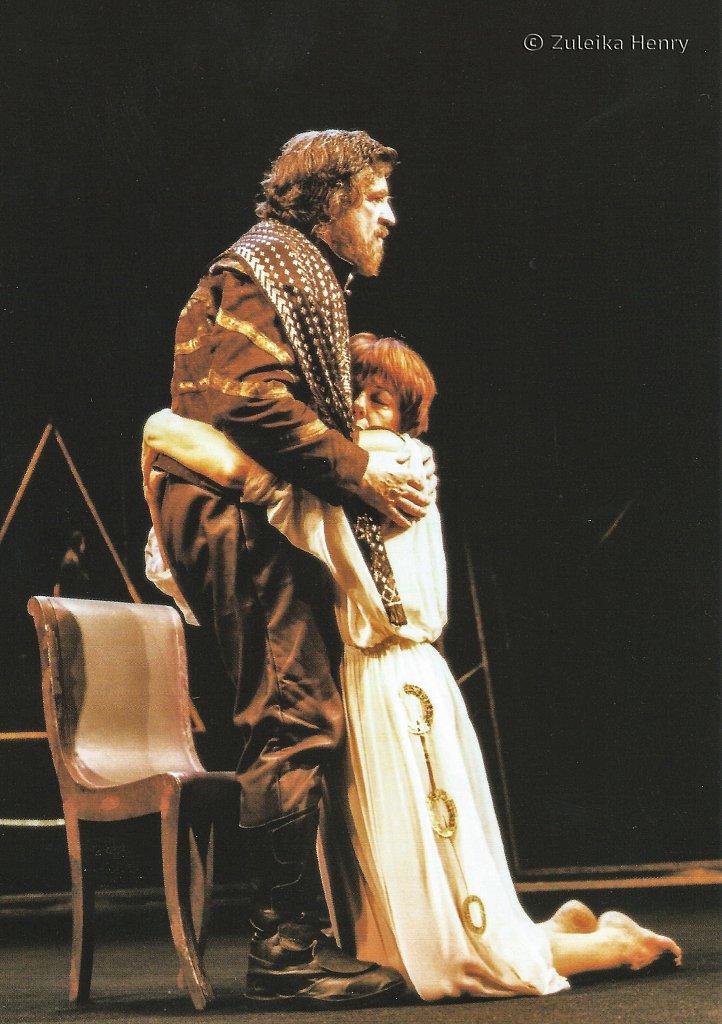 Alan Bates as Mark Antony and Frances De La Tour as Cleopatra 'Antony and Cleopatra' 1999