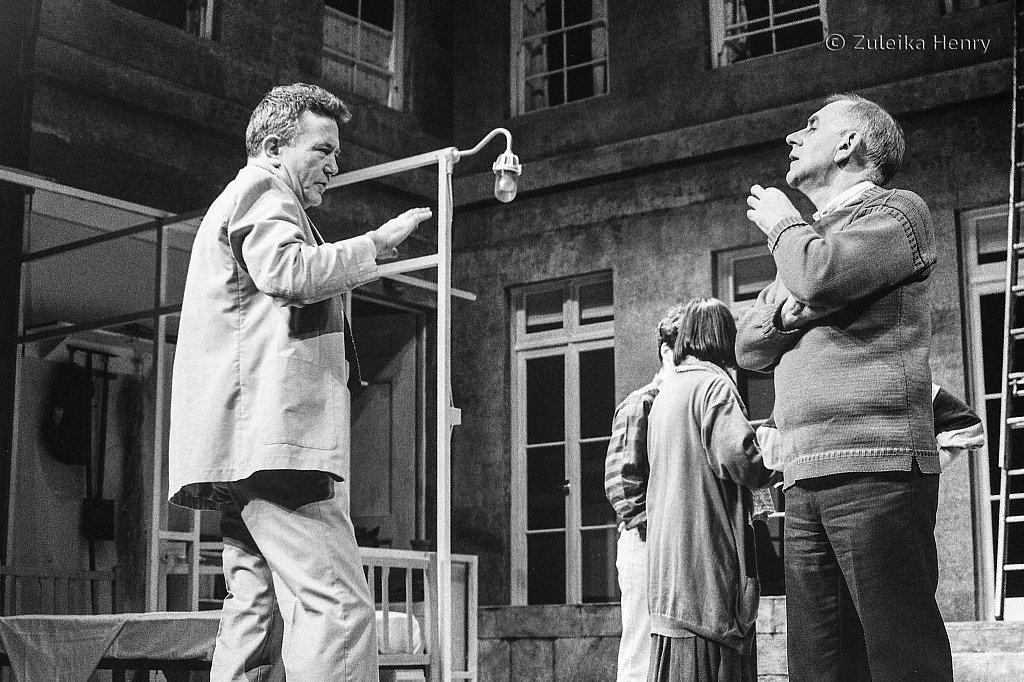 Ronald Eyre directing Albert Finney