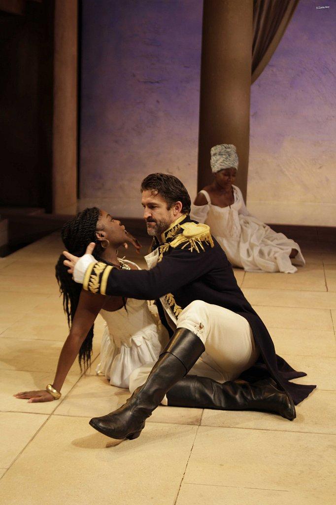 Joaquina-Kalukango-as-Cleopatra-and-Jonathan-Cake-as-Antony-3.jpg