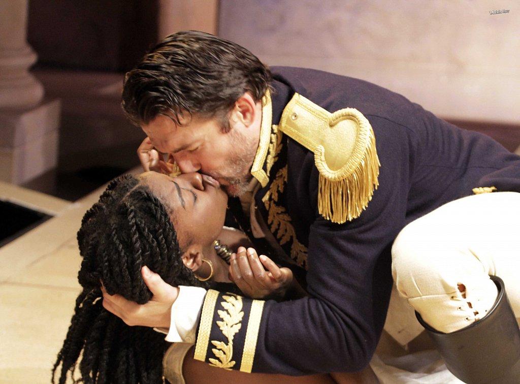 Joaquina-Kalukango-as-Cleopatra-and-Jonathan-Cake-as-Antony-7.jpg