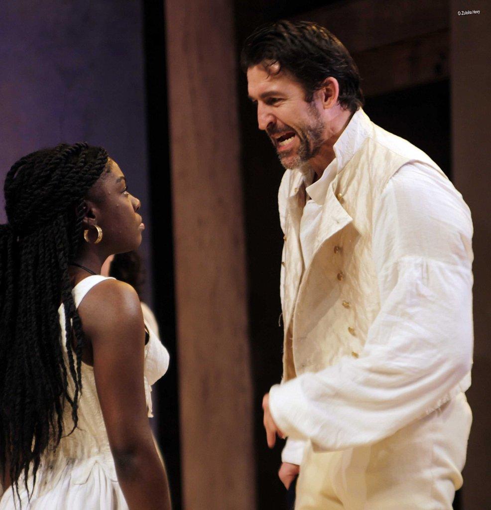 Joaquina-Kalukango-as-Cleopatra-and-Jonathan-Cake-as-Antony-24.jpg