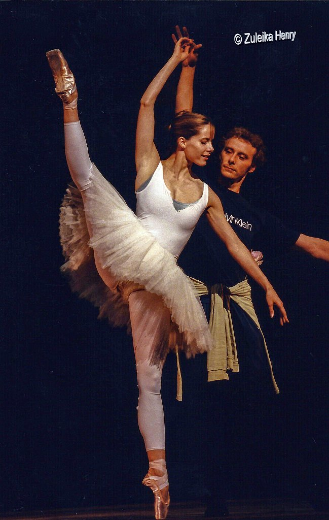 Royal Ballet Darcey Bussell rehearsing for the school performance 1997