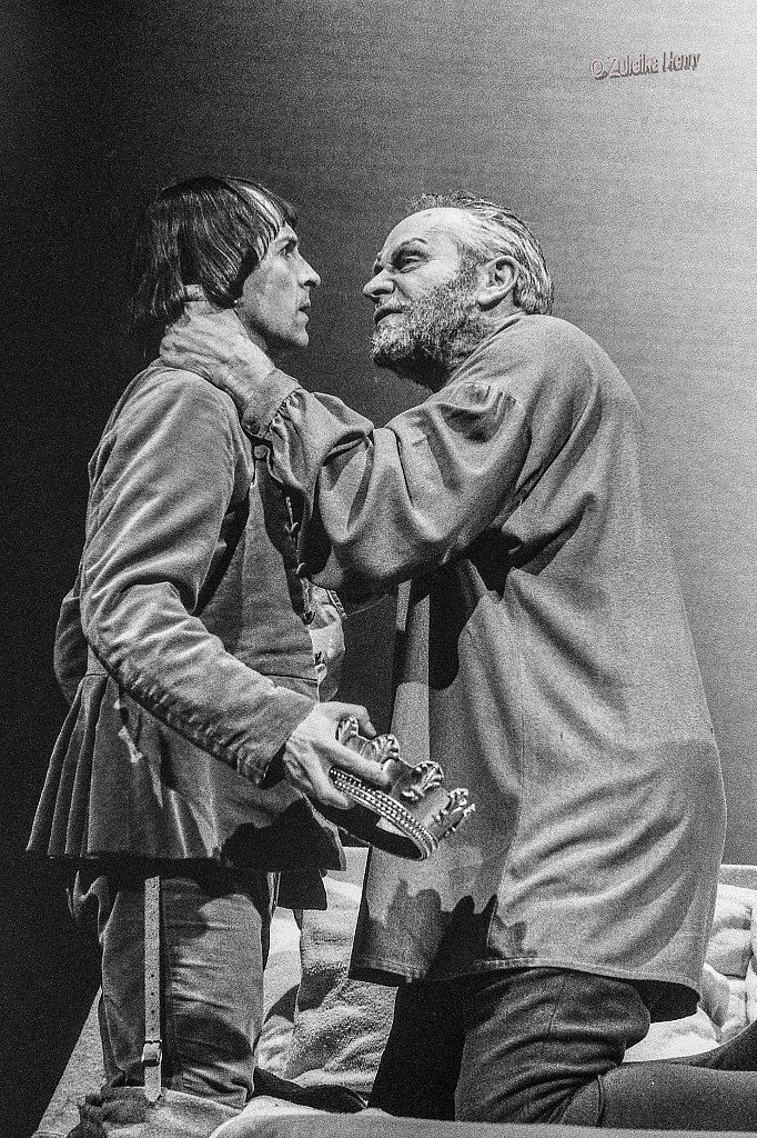 Julian Glover as King Henry and Michael Maloney as Prince Henry