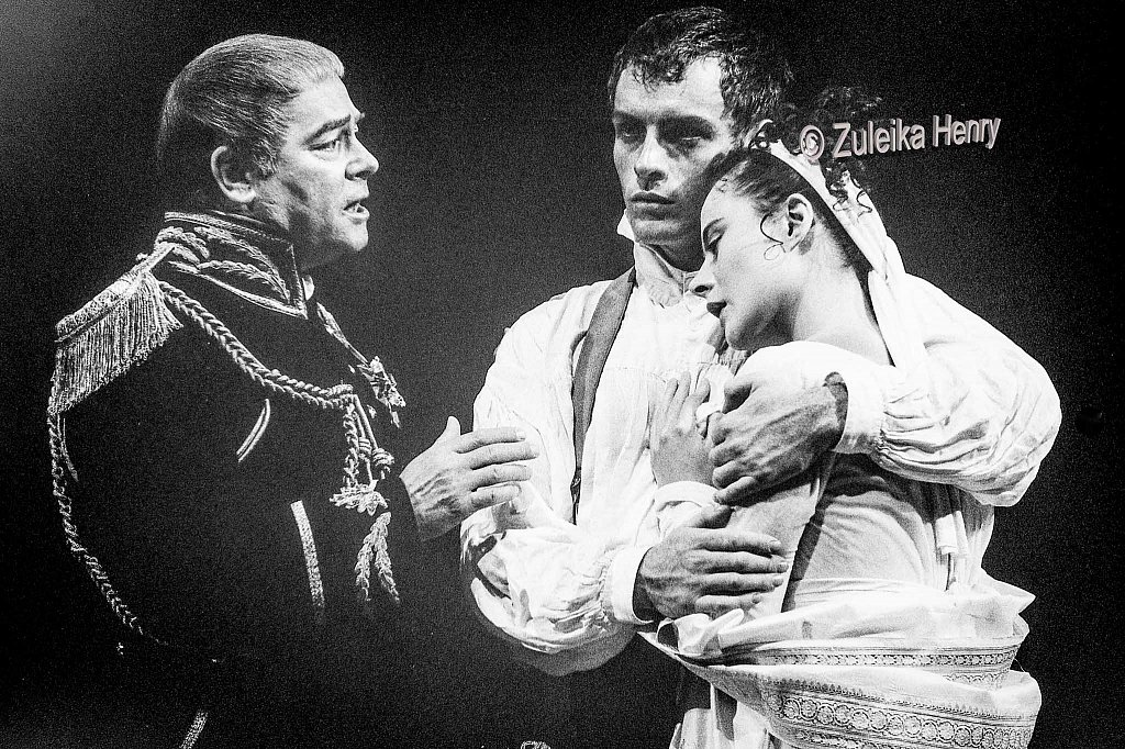 David Killick as Cominius, Toby Stephens as Coriolanus and Monica Dolan as Virgilia