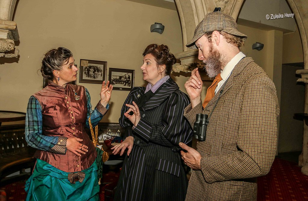 Kirsty Cox and Gerard Cooke as Lady Emily and Sir Greville Smyth  and Rachael Fagan as Esme